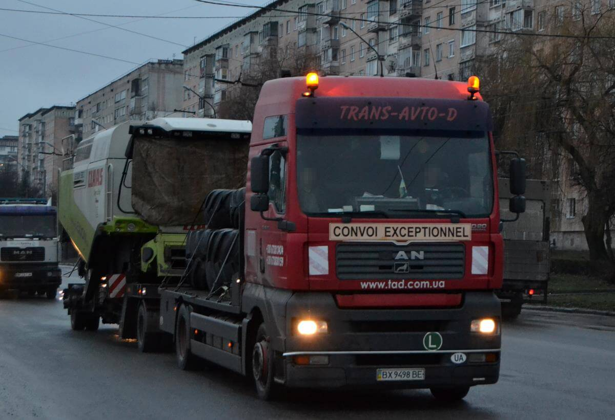 Transportation of Claas Lexion combines to Kiev