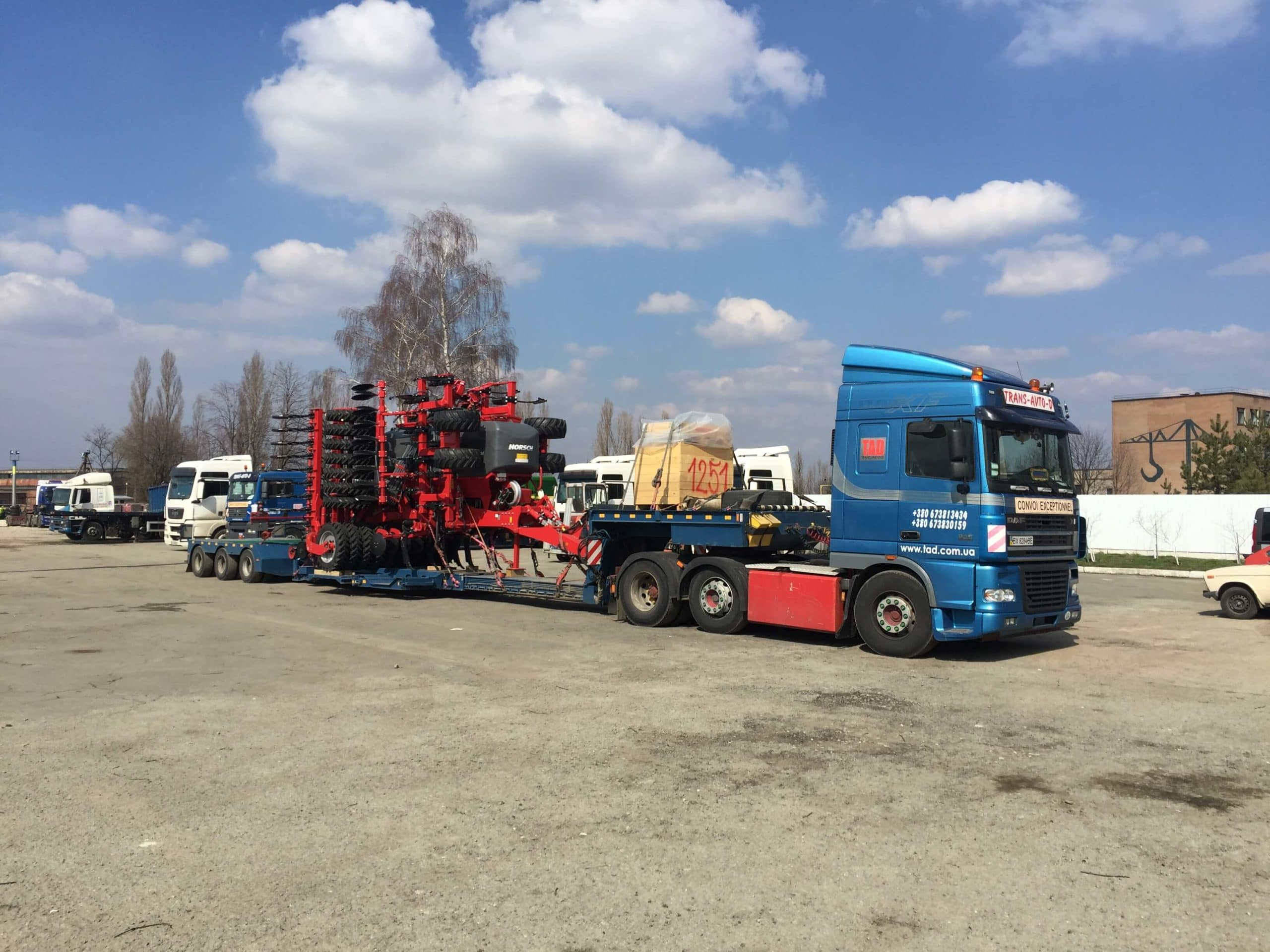 Transportation of agricultural machinery HORSCH