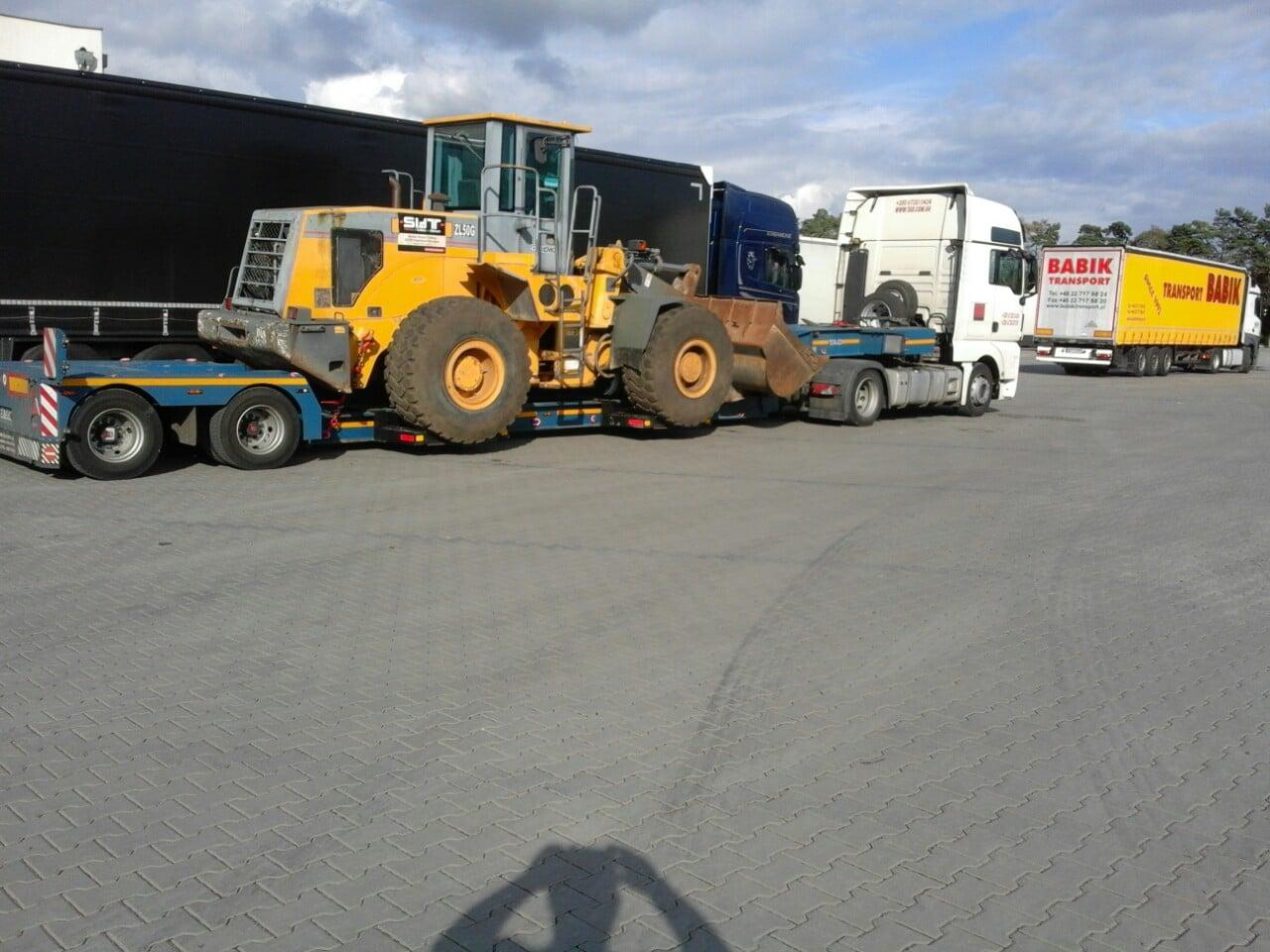 Перевозка тракторов с Европы на трале.