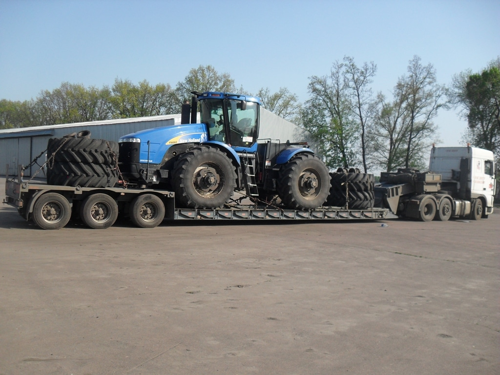 Transportation-tractor-New-Holland-T-9060
