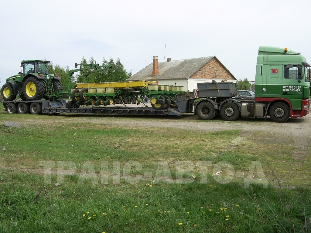 Oversized transport of a tractor with a sevalka