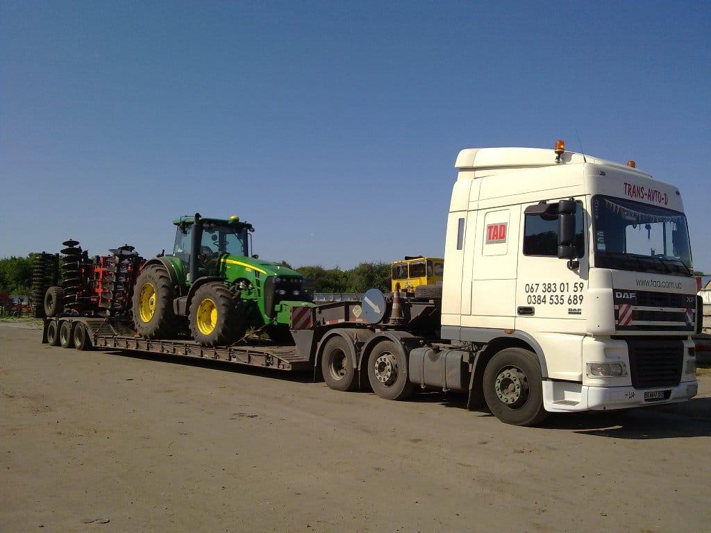 Перевезення трактора Джон Дір з дисковою бороною -3
