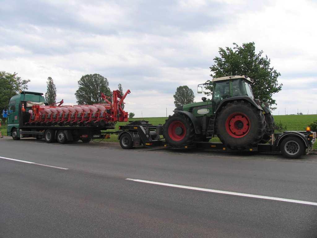 Перевозка трактора Fendt и посевного комплекса по Украине -3
