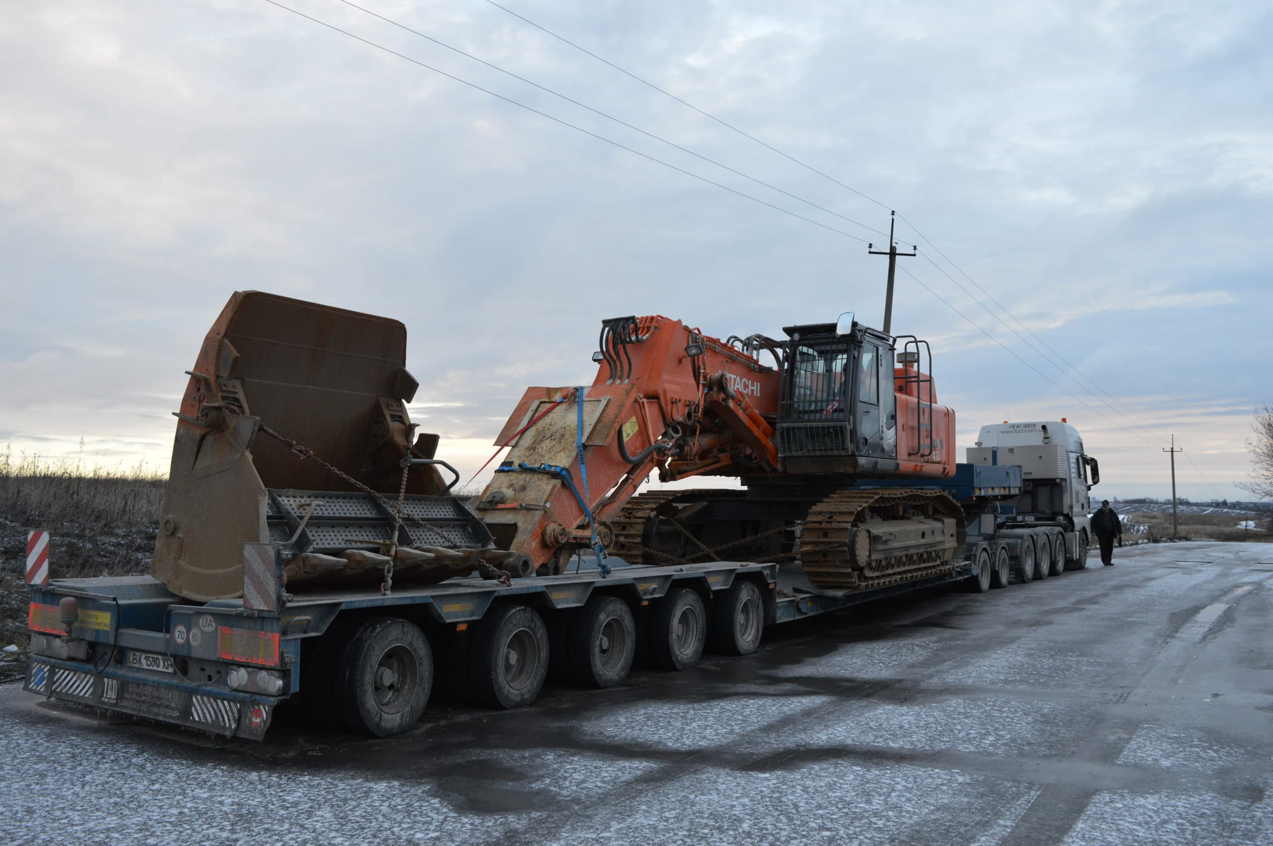 Hitachi Excavator Transportation