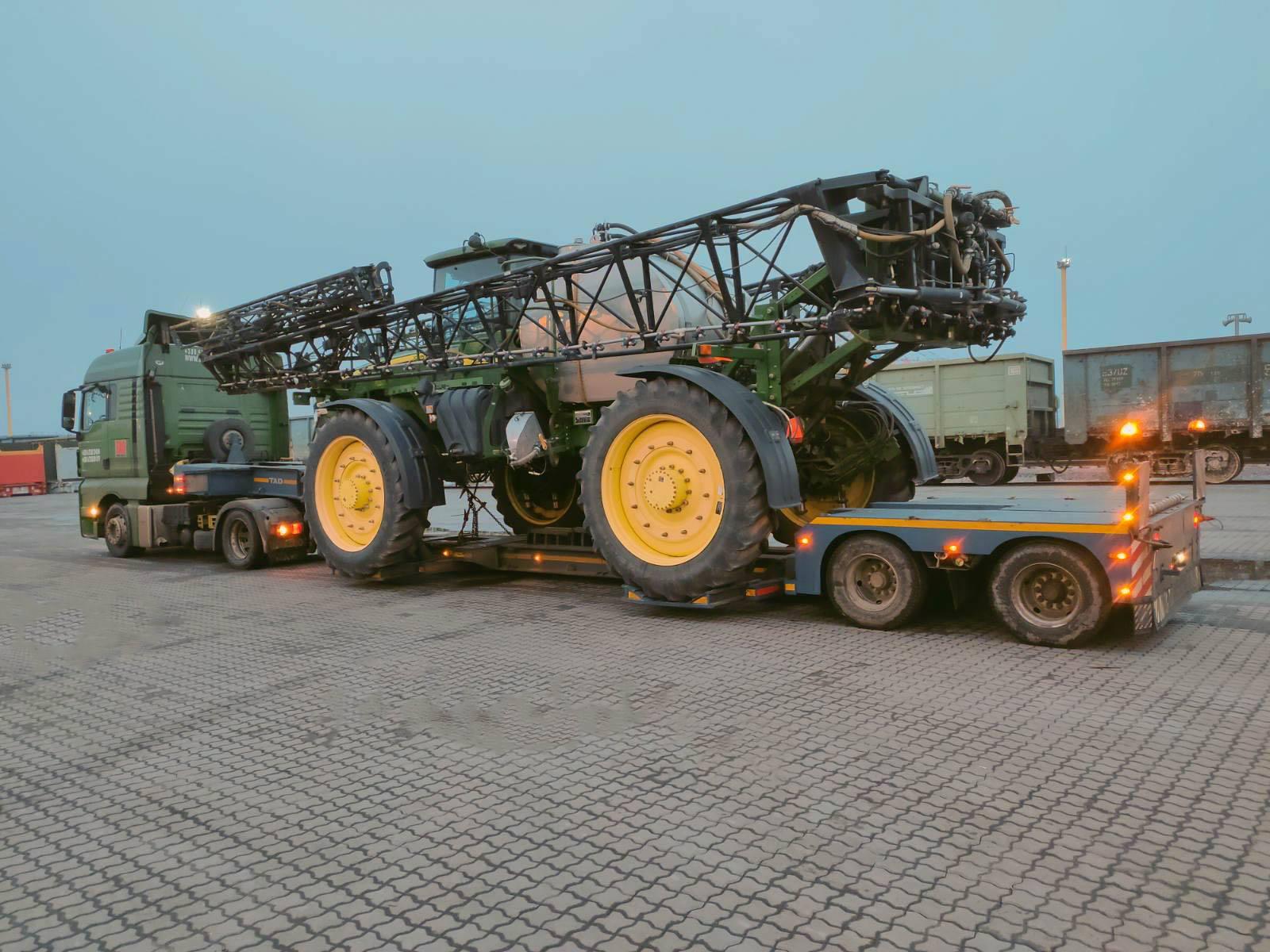Transportation of the #JohnDeere4940 sprayer across Ukraine -1