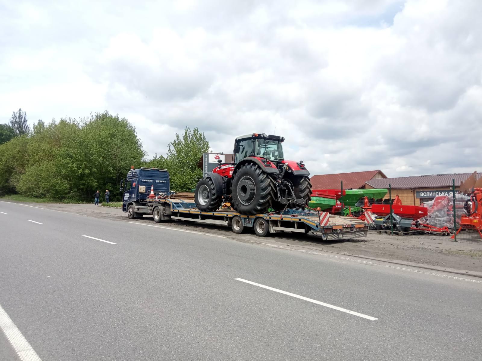 Перевезення трактора тралом