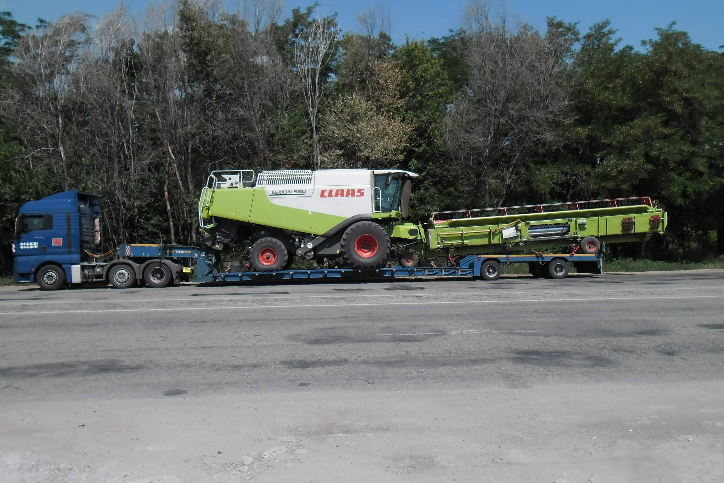 Oversized-transport-combine-CLAAS