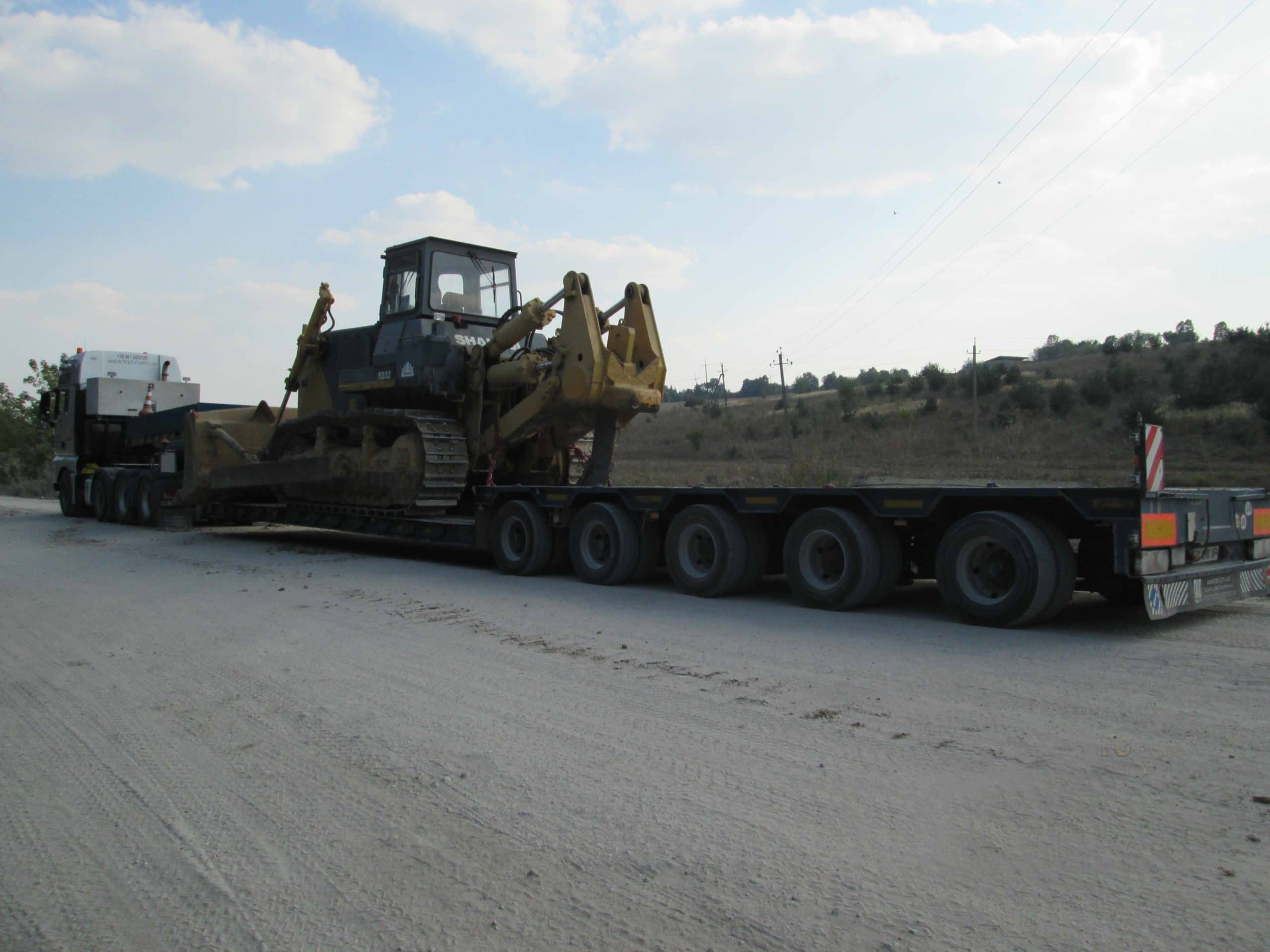 Transportation-of-caterpillar-tractors