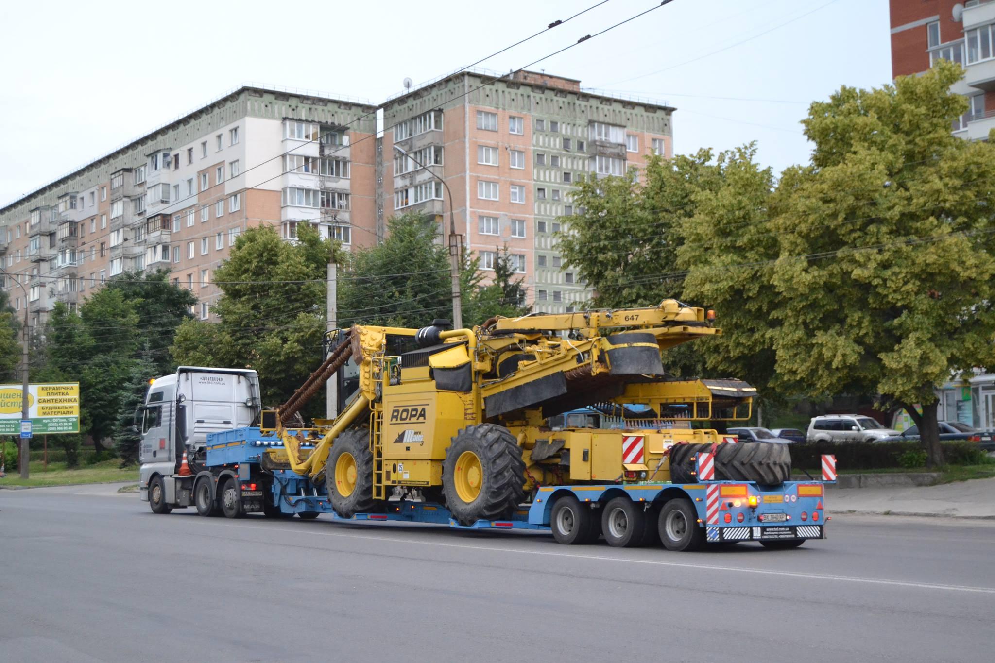 Перевезення-комбайна-ROPA-з-Європи-