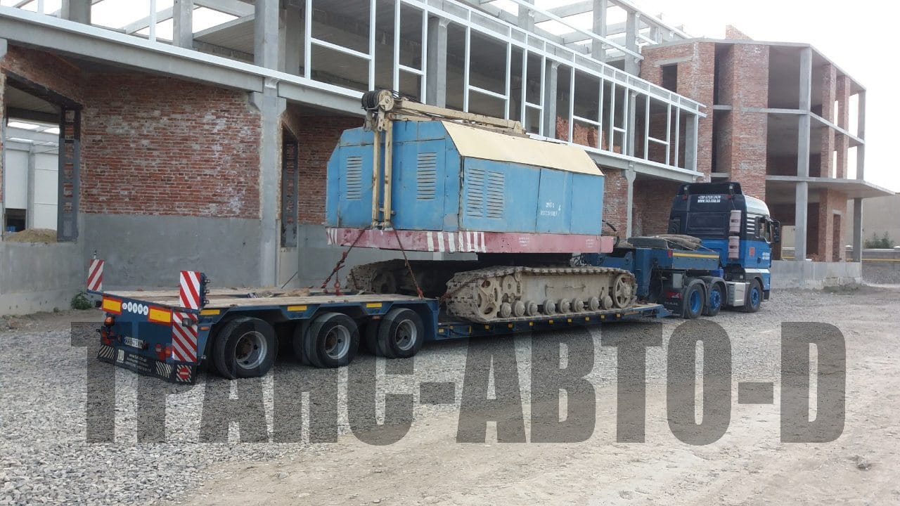 Transportation-construction-crane-in-Ukraine