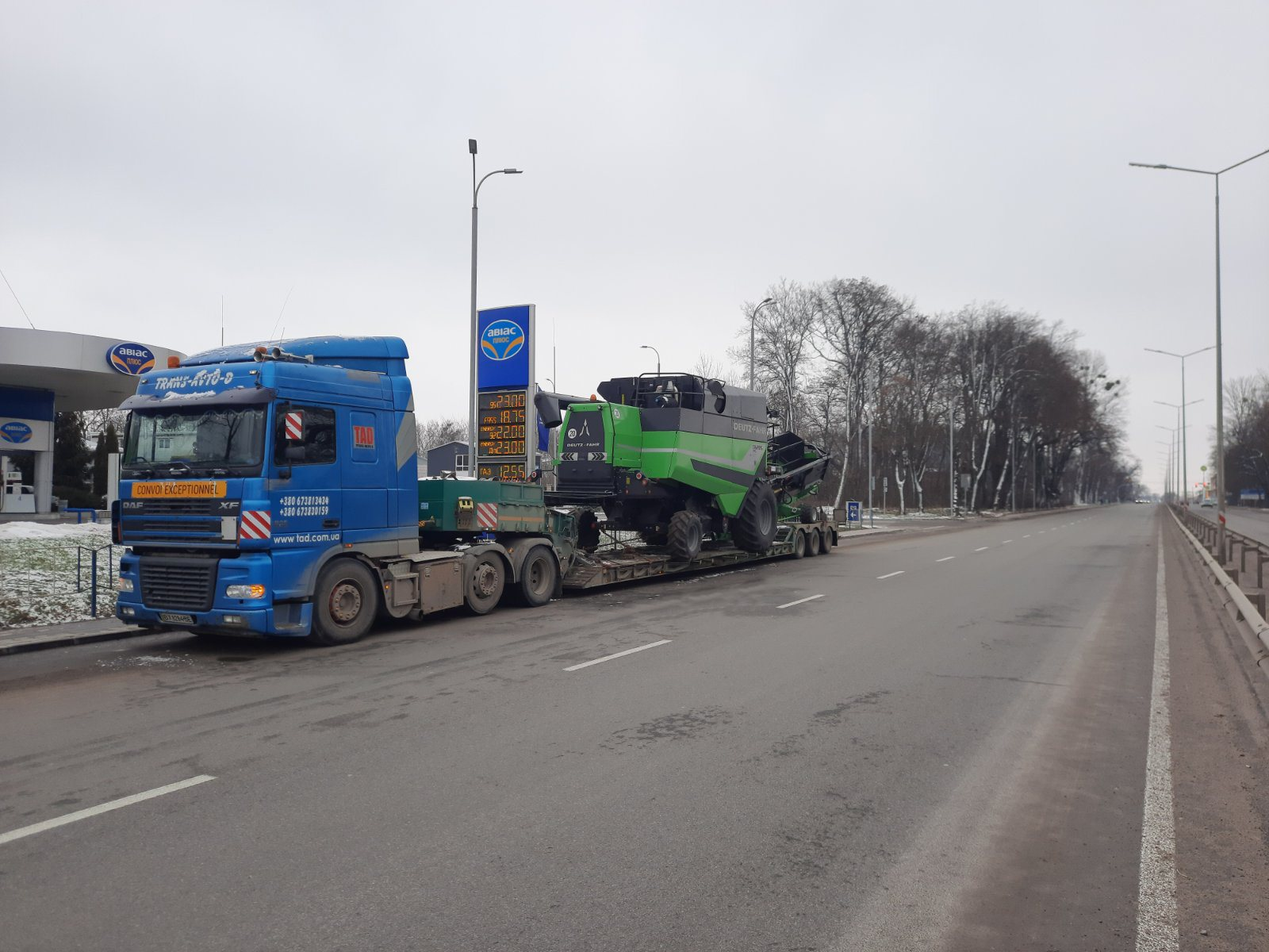 Transportation of the Deutz-Fahr 6205 TS combine across Ukraine