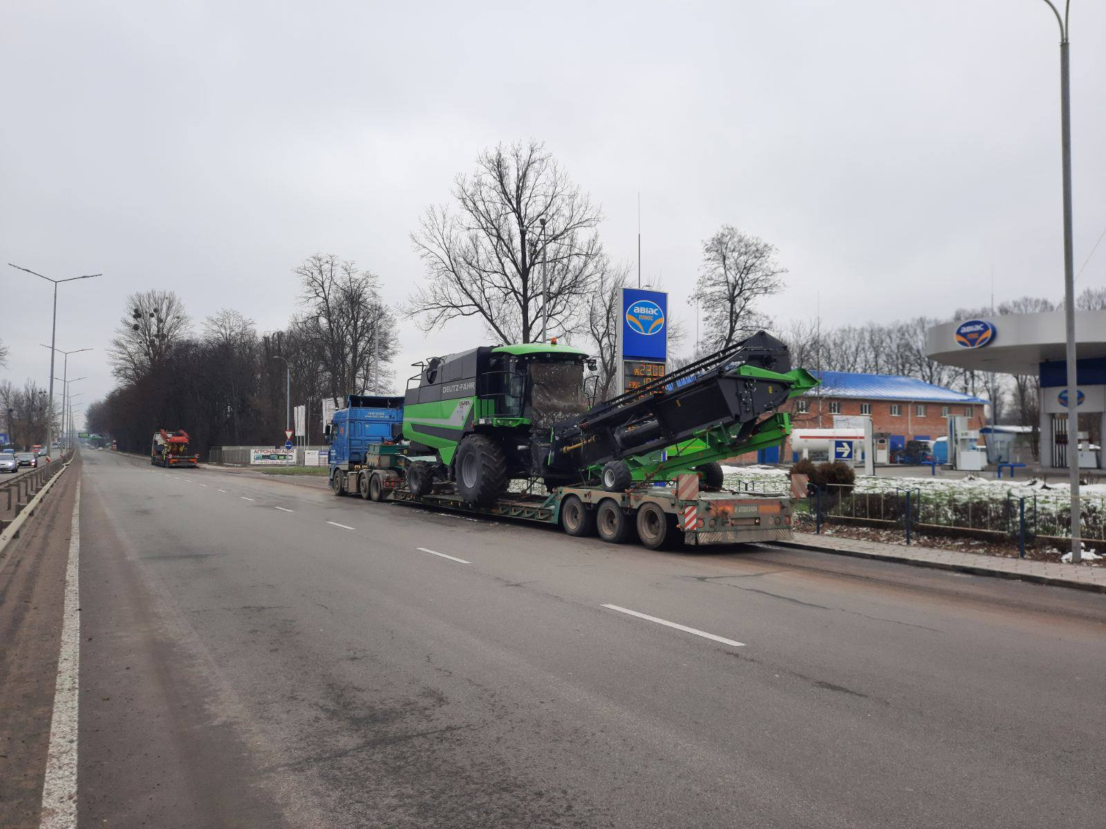 Transportation of the Deutz-Fahr 6205 TS combine across Ukraine-1