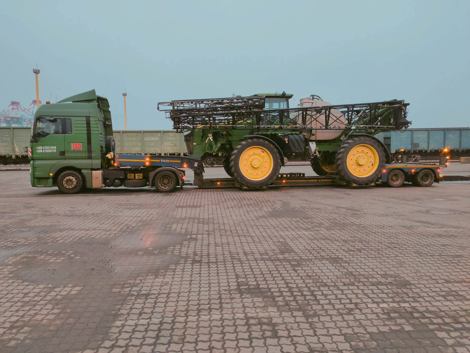 Transportation of the #JohnDeere4940 sprayer across Ukraine -2