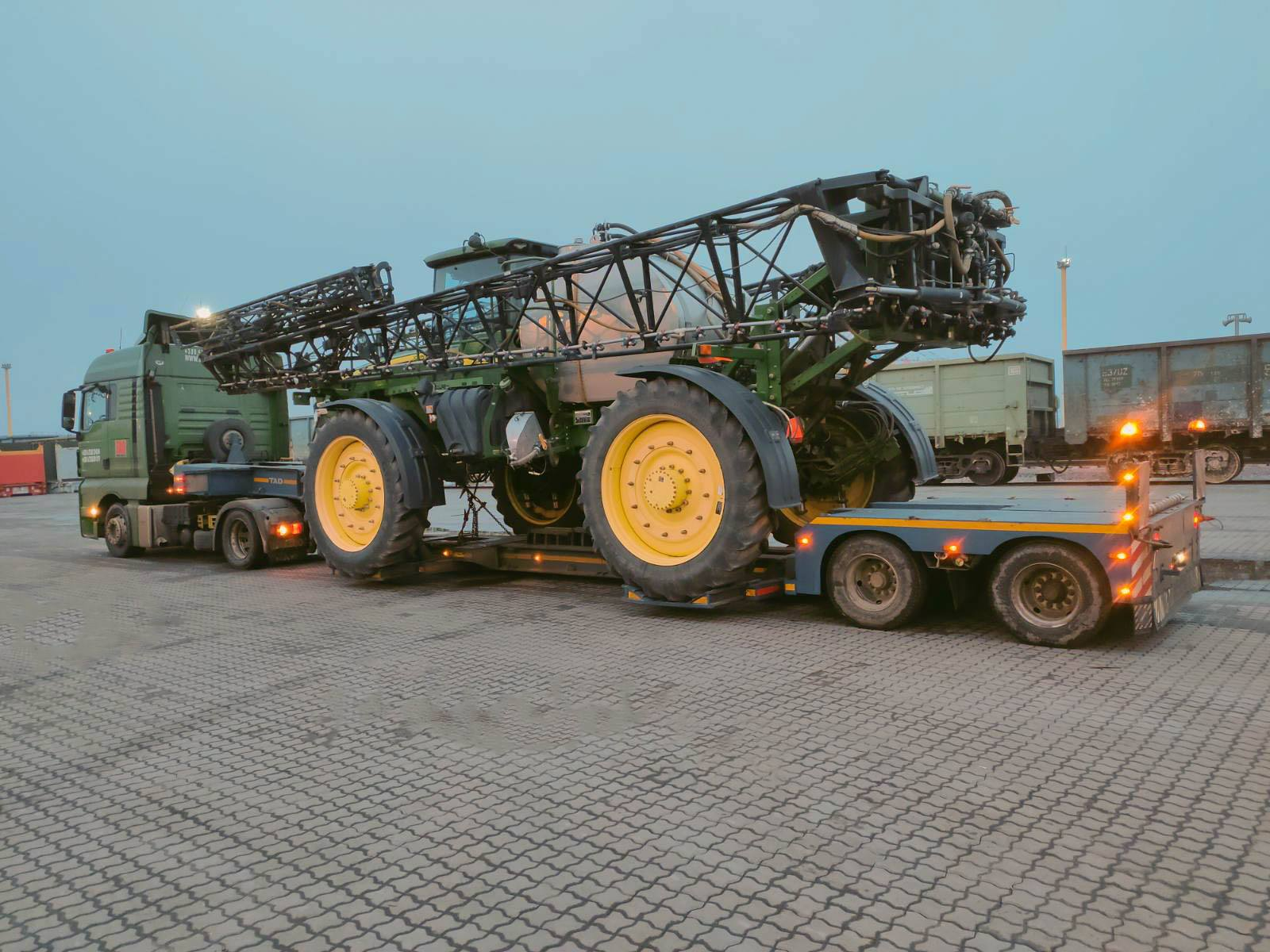 Transportation of the #JohnDeere4940 sprayer across Ukraine -1