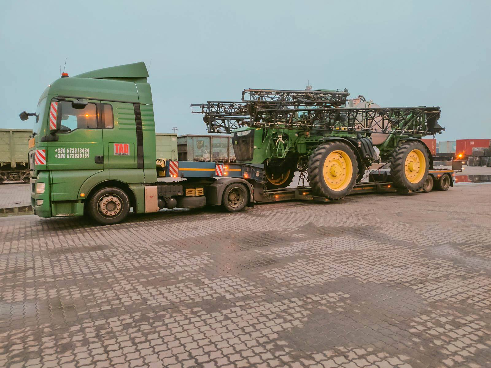 Transportation of the #JohnDeere4940 sprayer across Ukraine