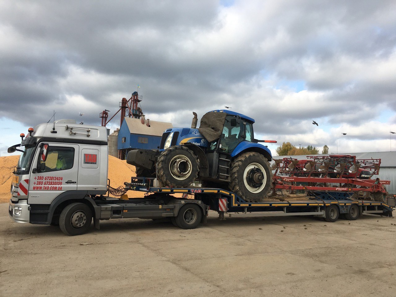 Transportation of a tractor with equipment