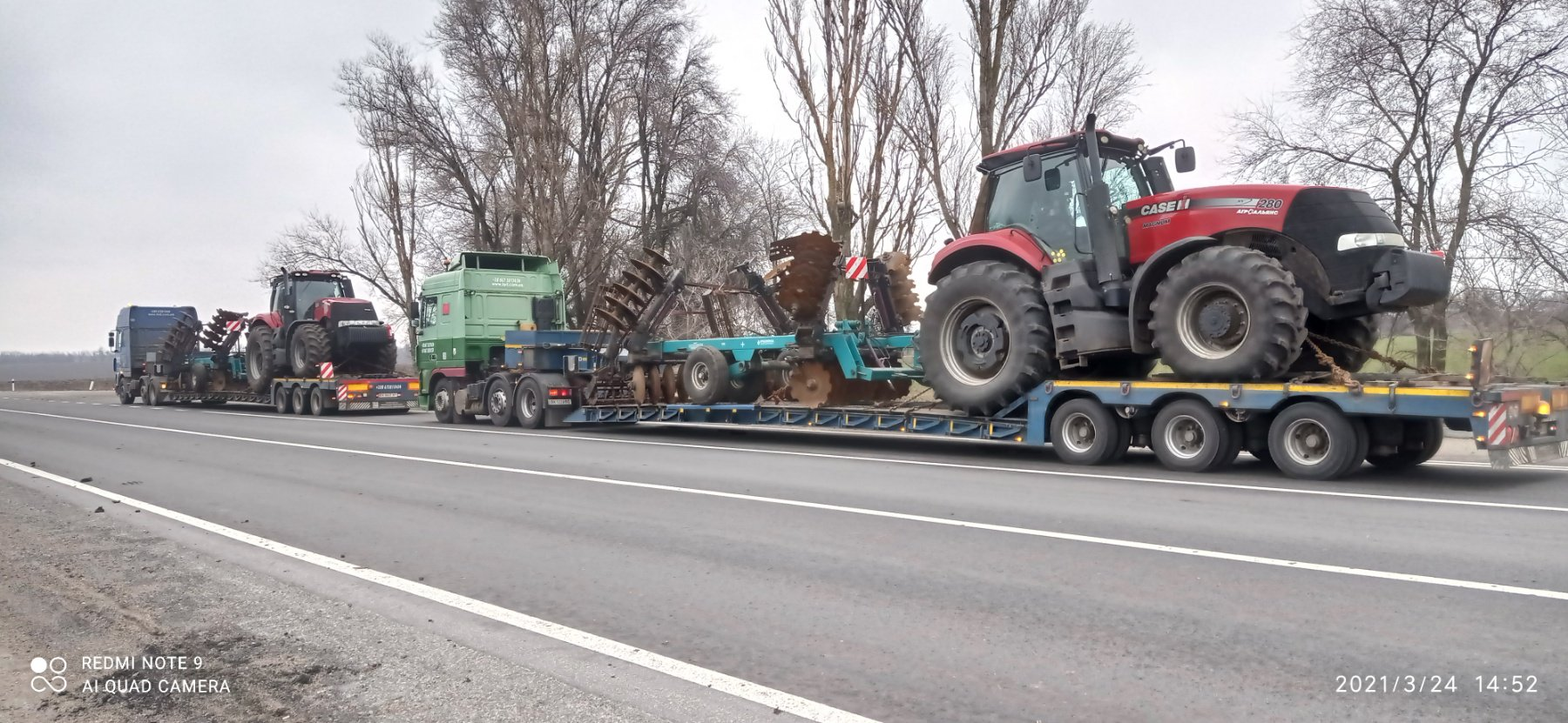 Transport of CASE tractors with harrows