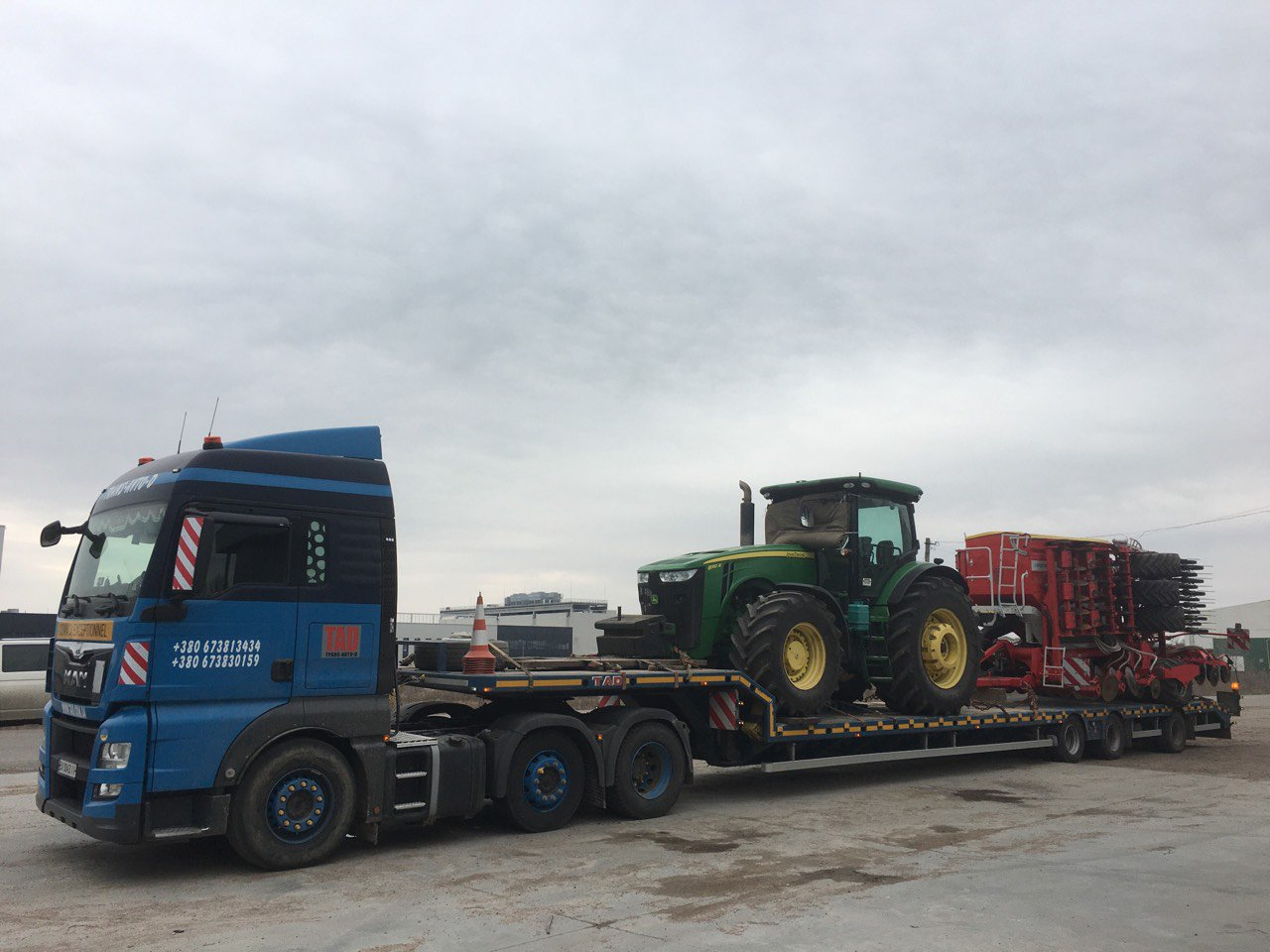 Transporting of JohnDeer tractor