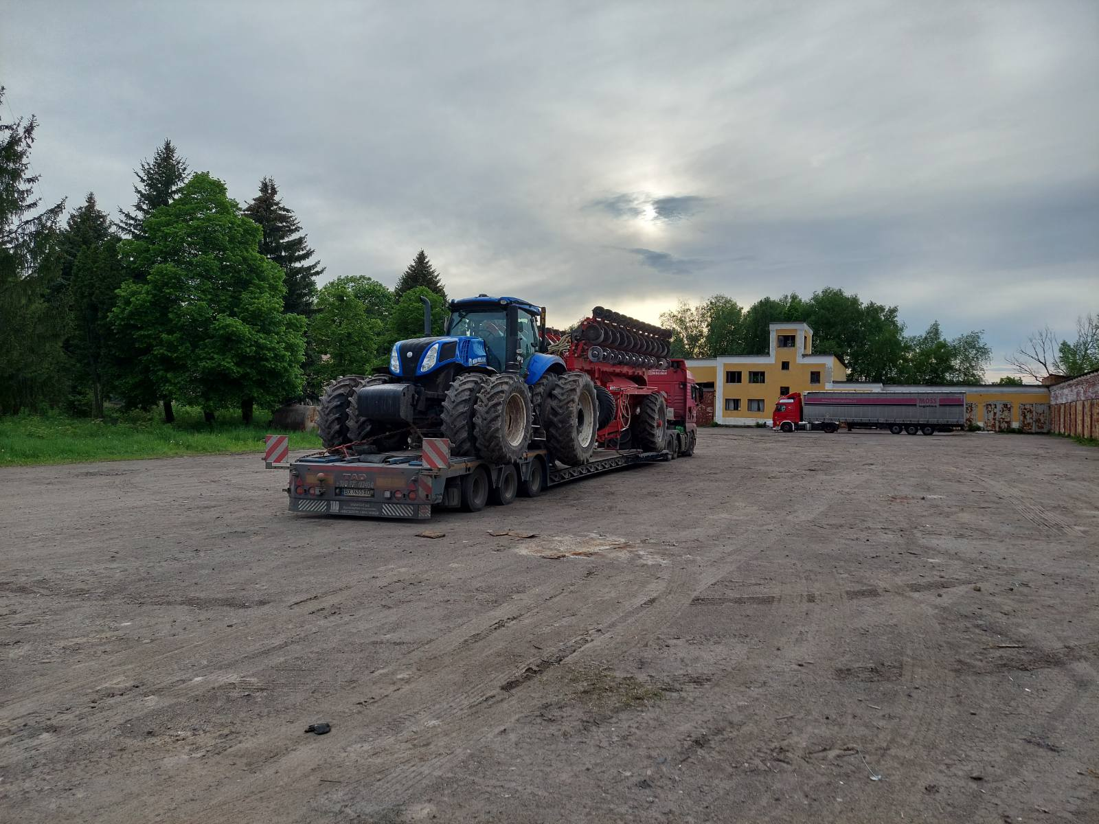 Перевозка трактора и оборудования