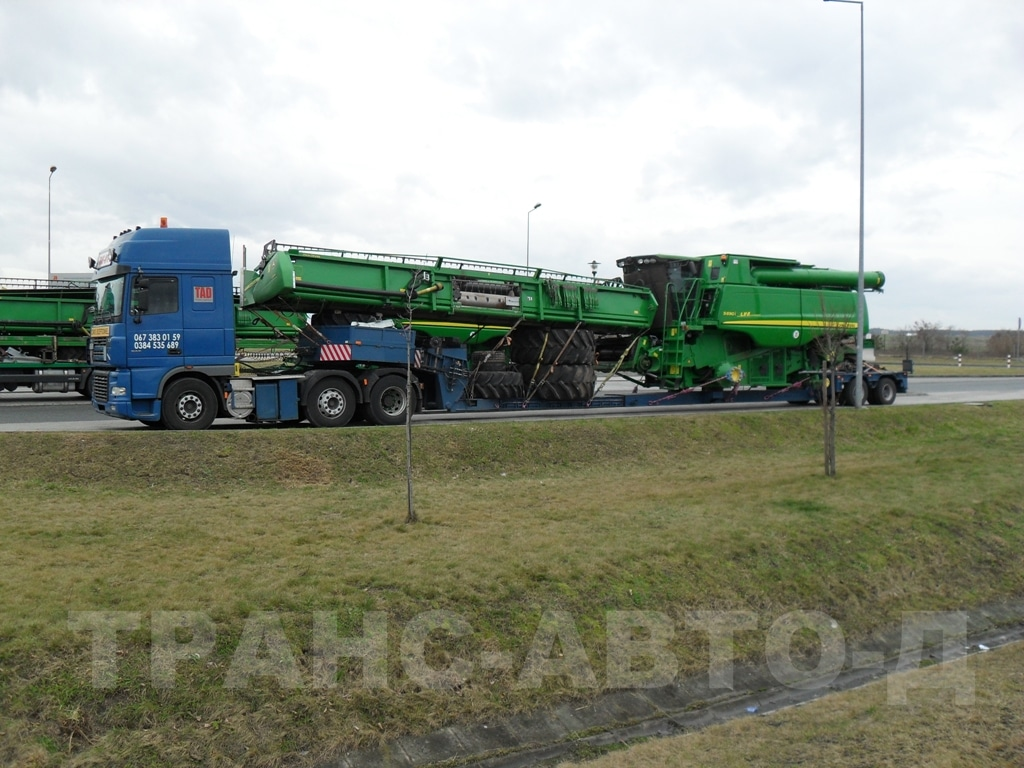 Transport-Harvester-John-Deere-S690-i
