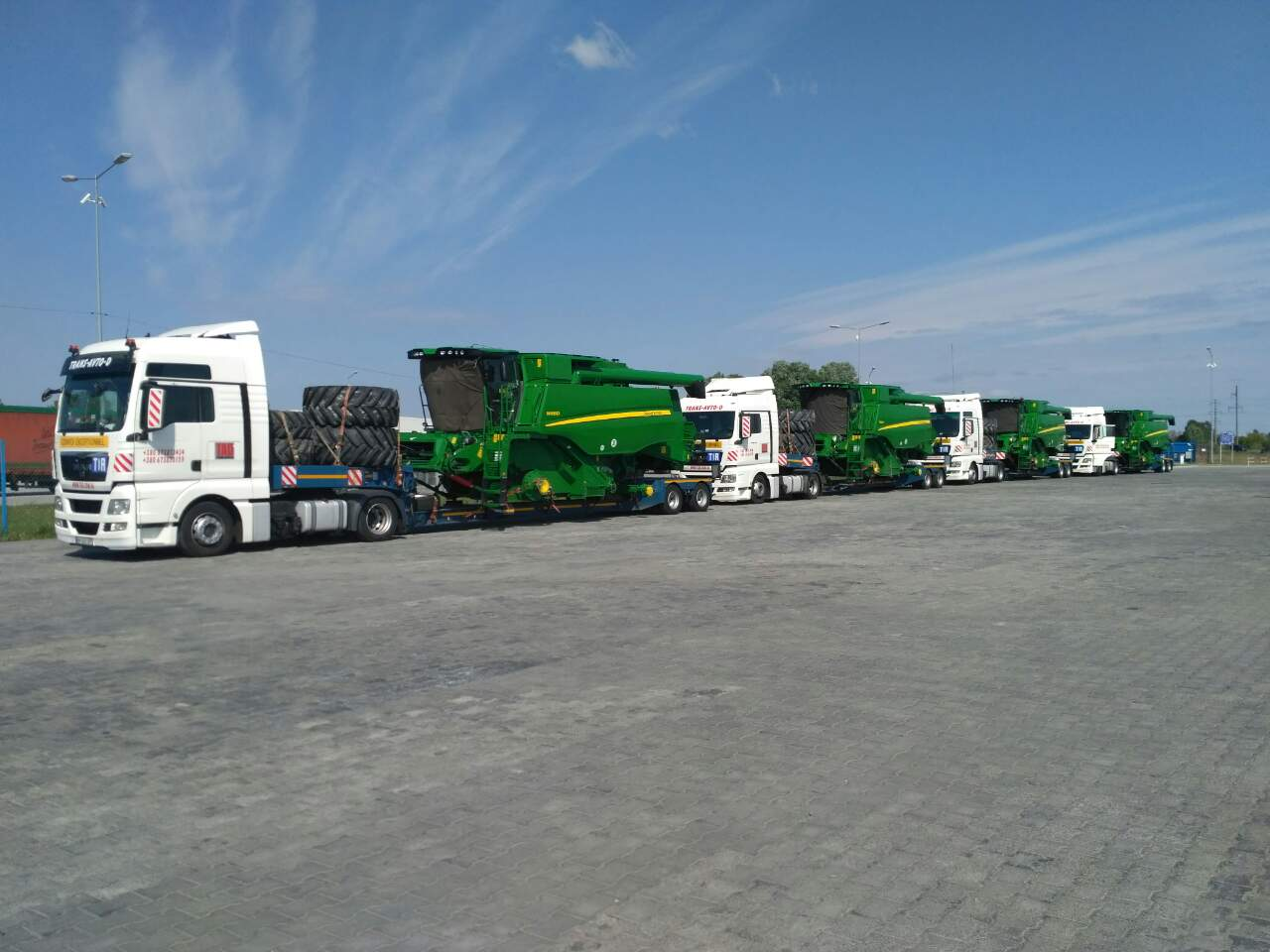 Transportation-combines-John-Deere-en route-Bulgaria-Ukraine