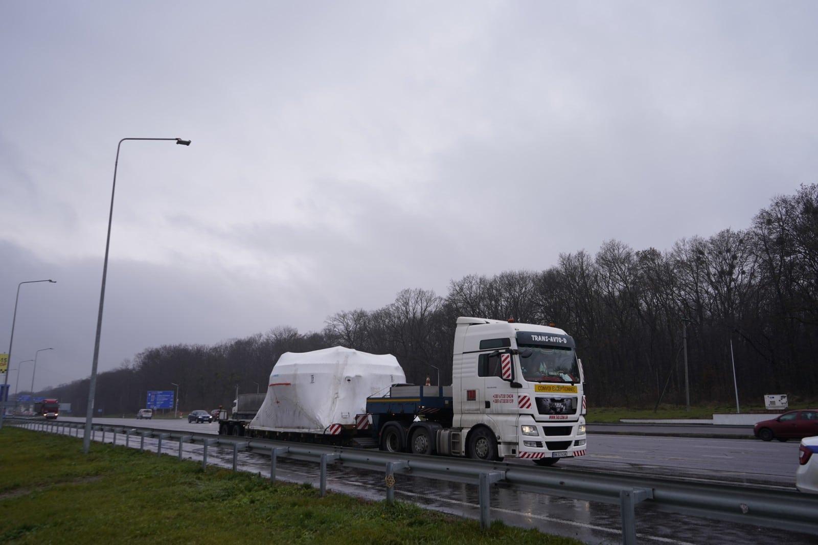 Transportation of industrial equipment. Cargo parameters: 9x5.50x4.00