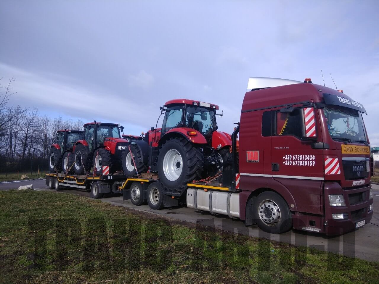 Transportation of tractors Case in large quantities-2