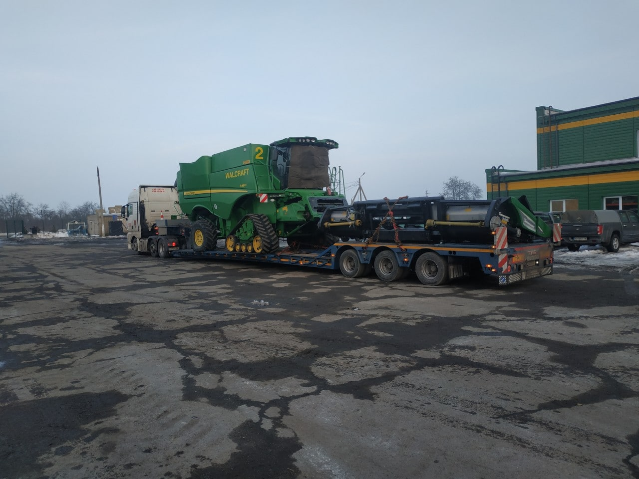 Transportation of the John Deere walcraft combine -1