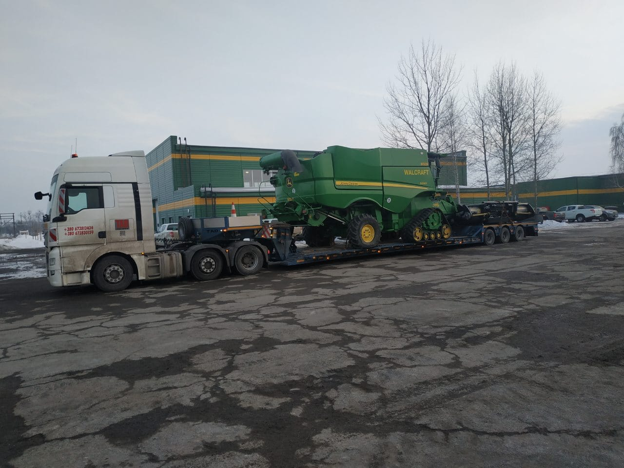 Transportation of the John Deere walcraft combine
