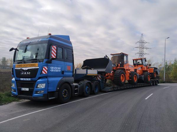 Transportation of wheel loaders DISD SD300N -2