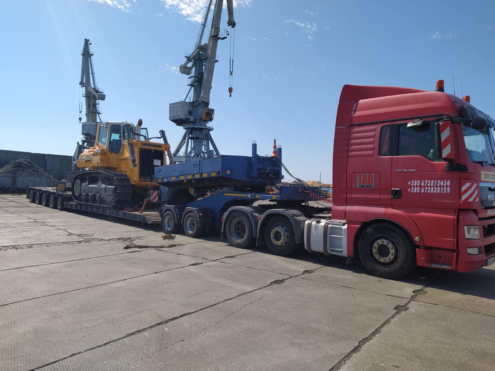 Негабаритные перевозки бульдозера Liebherr 764 по Украине