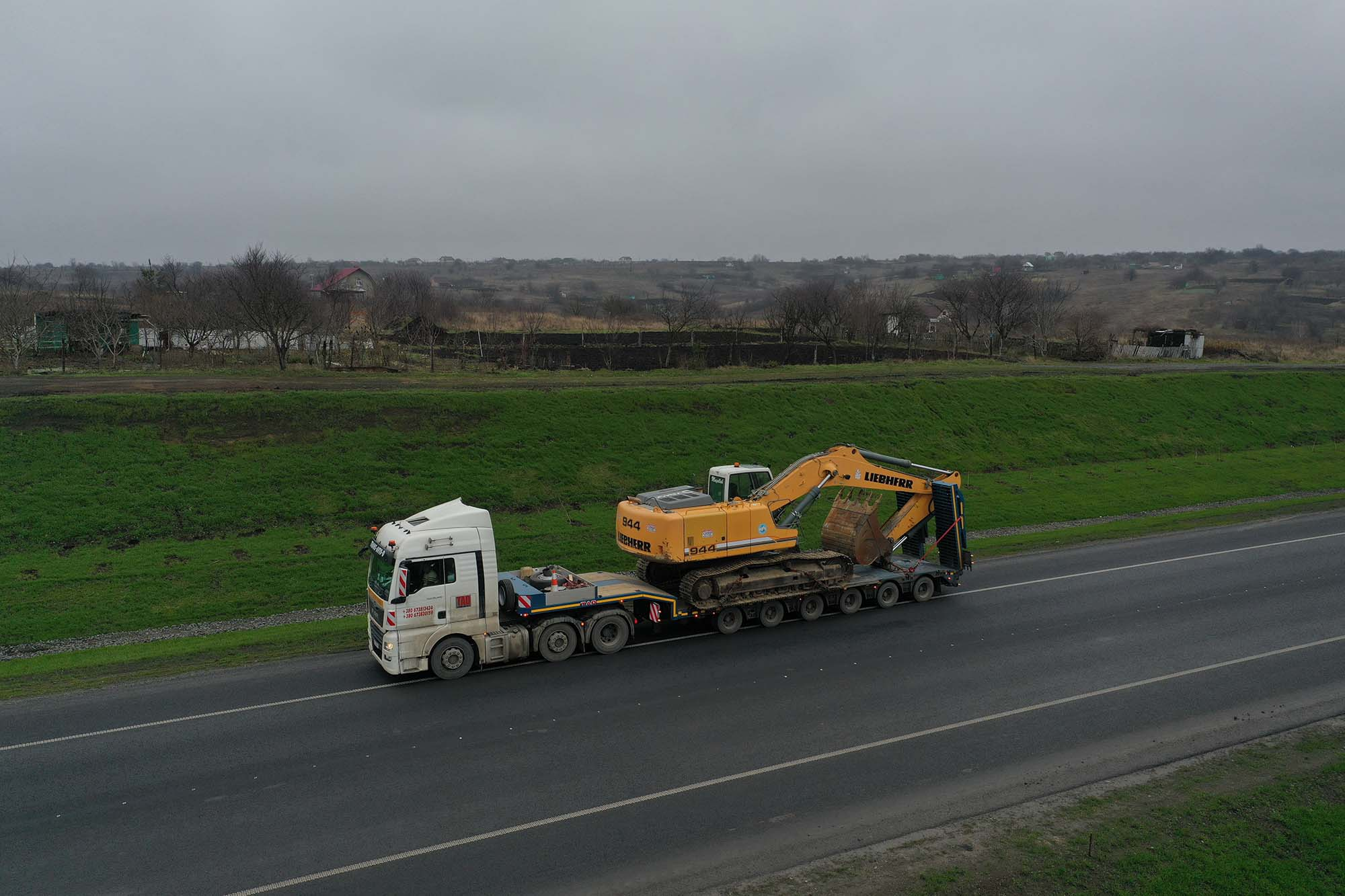 Transportation Excavator Liebherr 944 -1