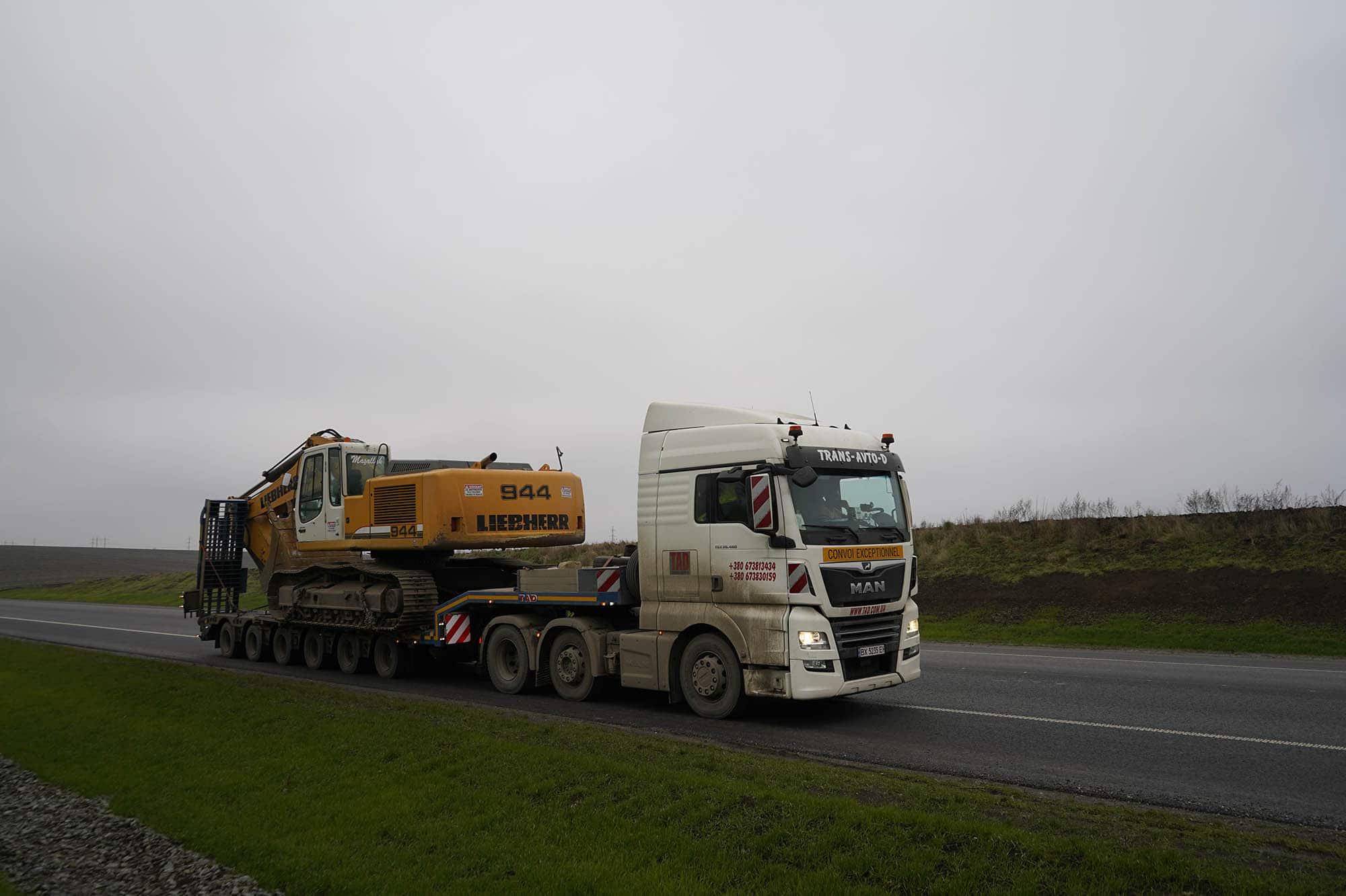 Transportation Excavator Liebherr 944 -2