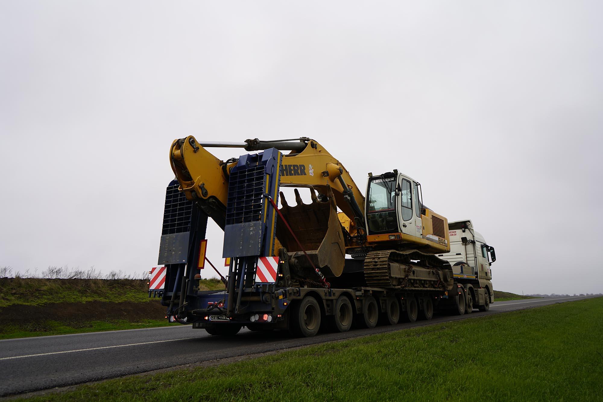 Transportation Excavator Liebherr 944 -3